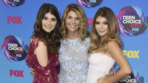 Report: Lori Loughlin Feeling Pressure to Plead Guilty to 'Protect Her Daughters'