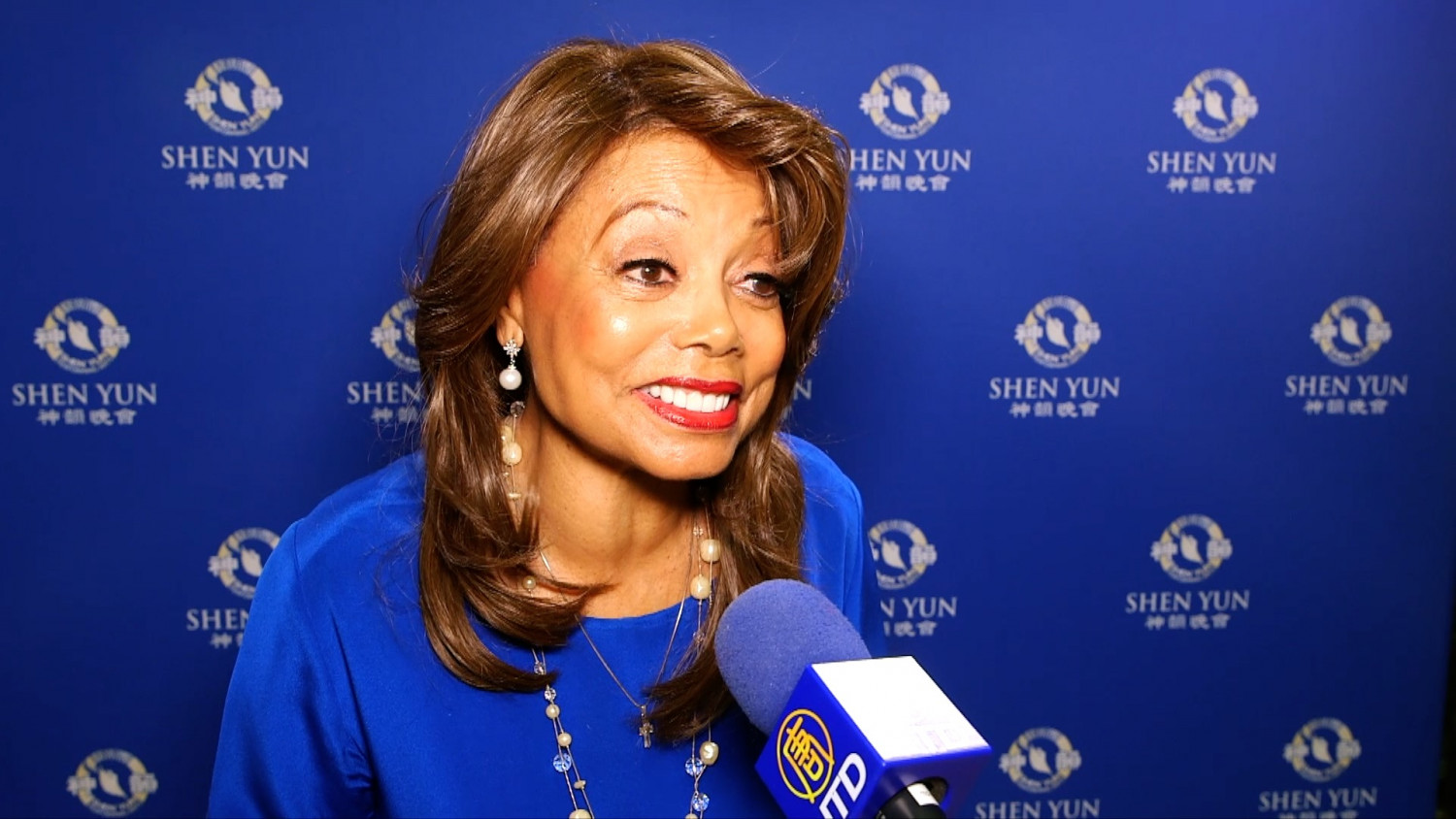 Grammy Award-Winning Vocalist Says Shen Yun is 'Inspiring' and 'Extraordinary'