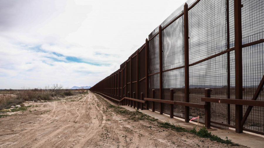 Over 1,000 Illegal Immigrants Apprehended After Crossing Into US, Largest Group Ever at Single Time: Reports