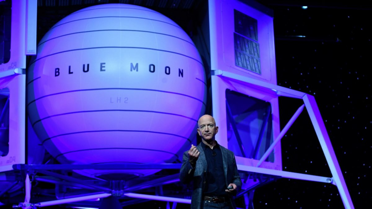Jeff Bezos Moon Landing 3