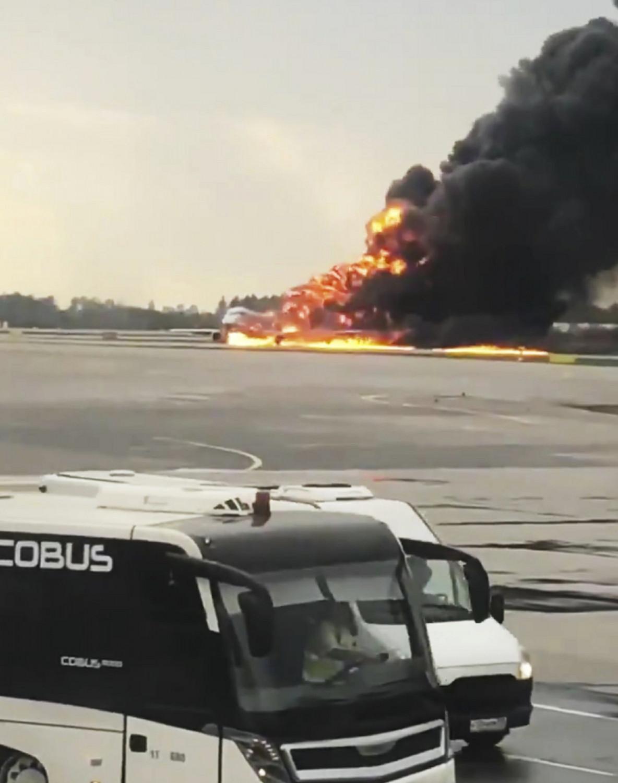 Moscow airplane crash 4