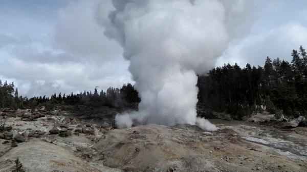Steamboat Geyser yellowstone