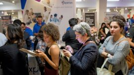 US Services Sector Growth Accelerates; Private Payrolls Jump