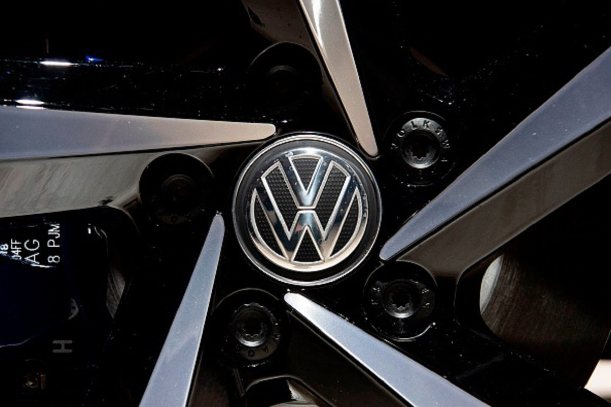 A Volkswagen logo appears on the wheel of a VW Passat GTE Variant