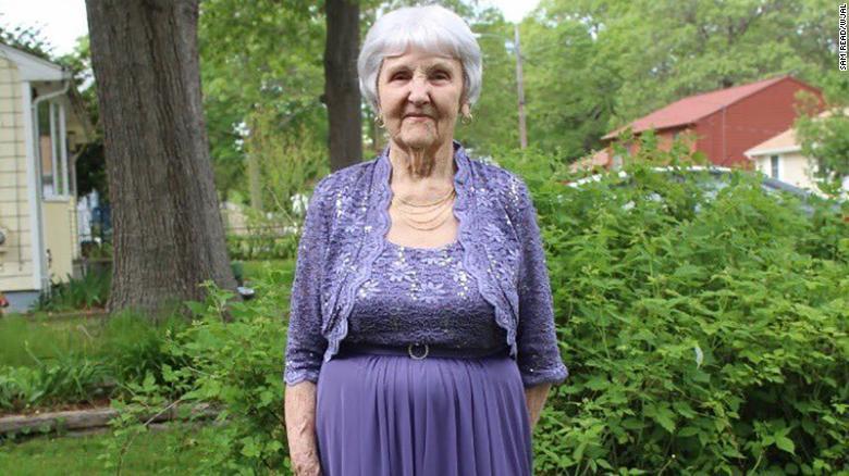grandma-prom-queen-trnd-exlarge-169