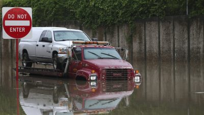 Heavy Rains in South Leave Some Trapped, Others Afloat