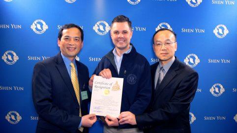 Senator Personally Welcomes Shen Yun to Des Moines