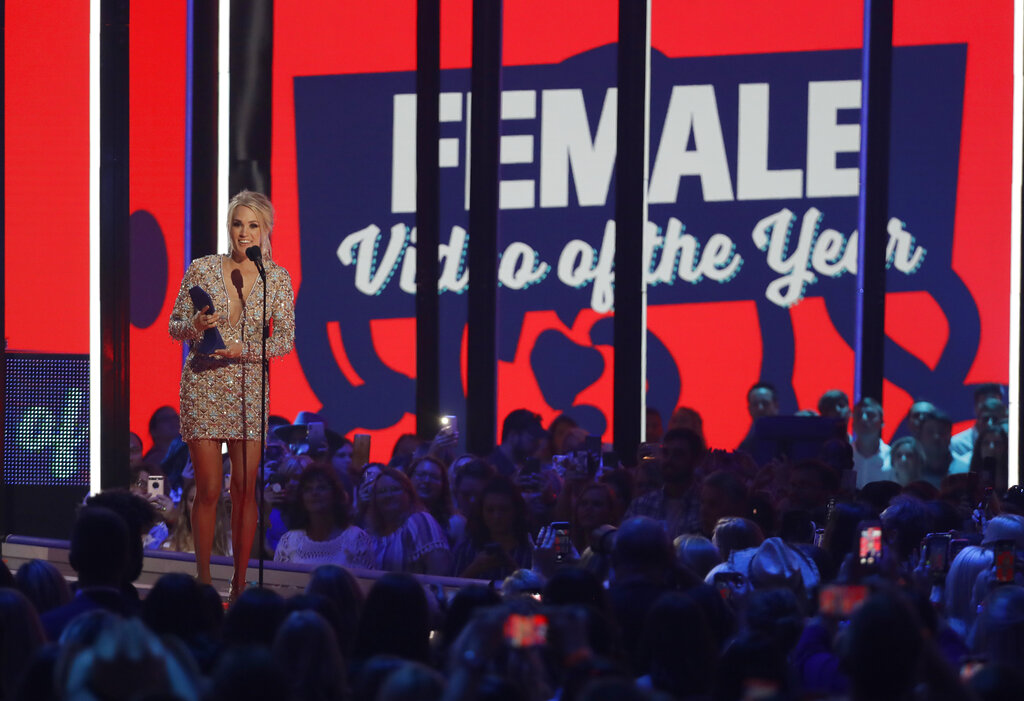 "Carrie Underwood accepts the award for female video of the year for ""Love Wins"""