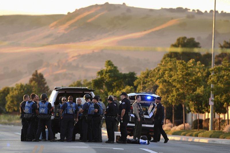 Police investigate scene of shooting