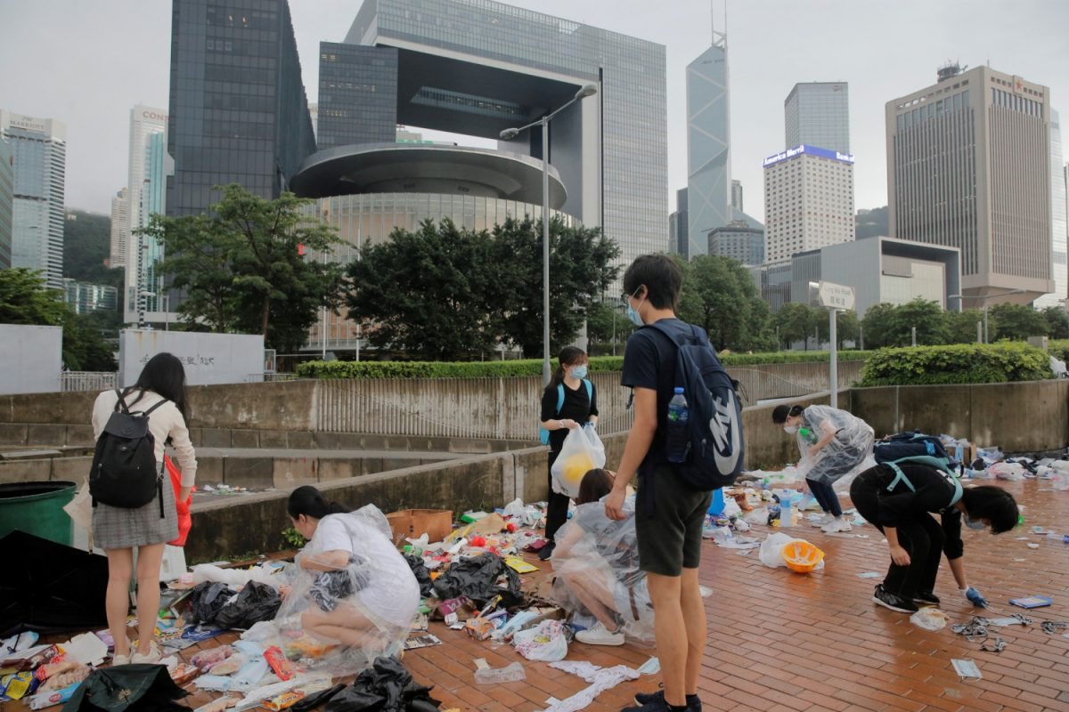Students-cleaning-after-Hong-Kong-protest