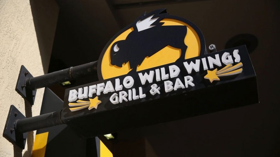 Rat drops onto woman's table at Los Angeles Buffalo Wild wings