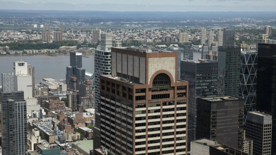 One dead in helicopter crash on NY skyscraper