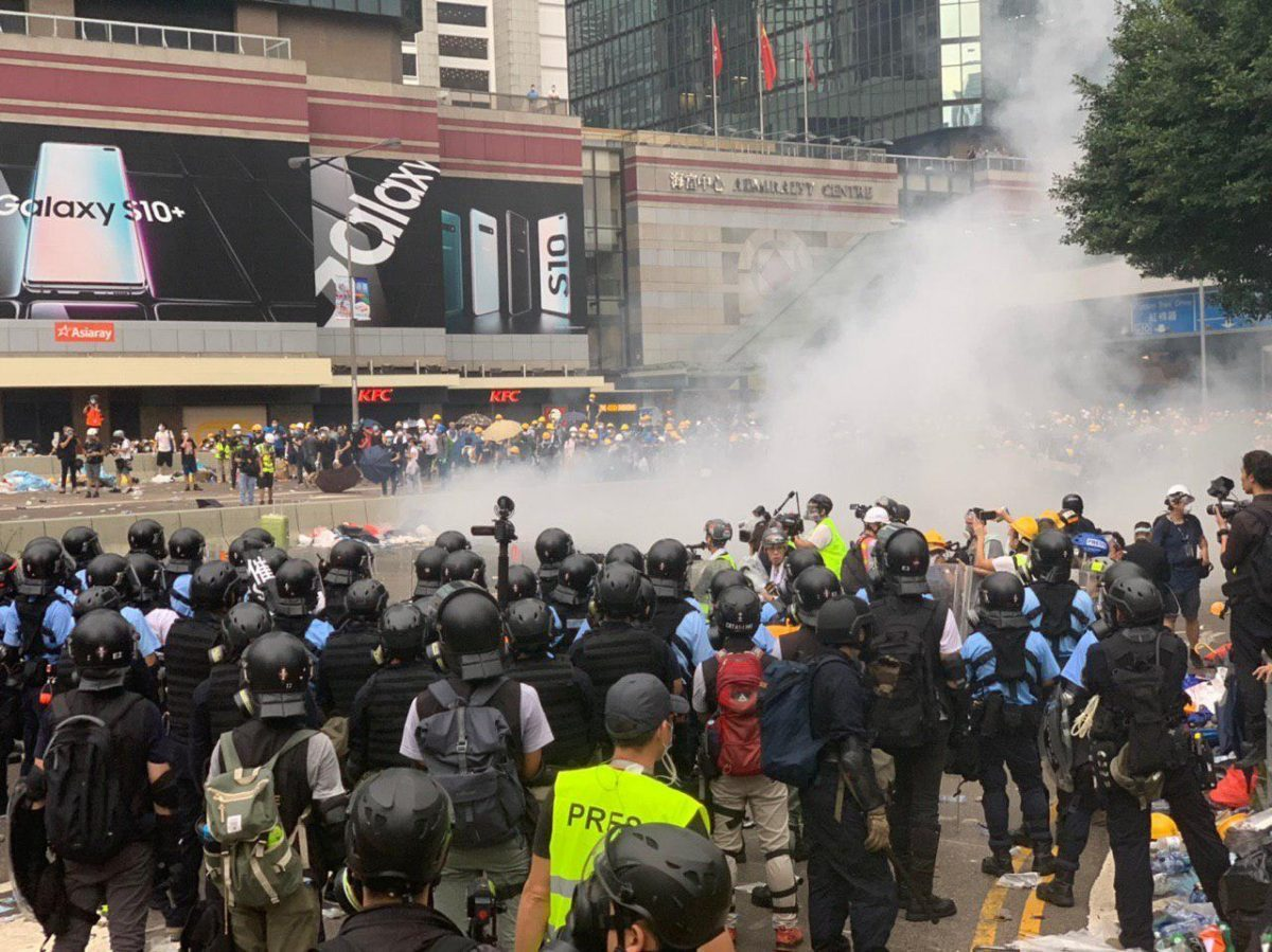 police-clash-with-hong-kong-protesters-extradition-1200x899