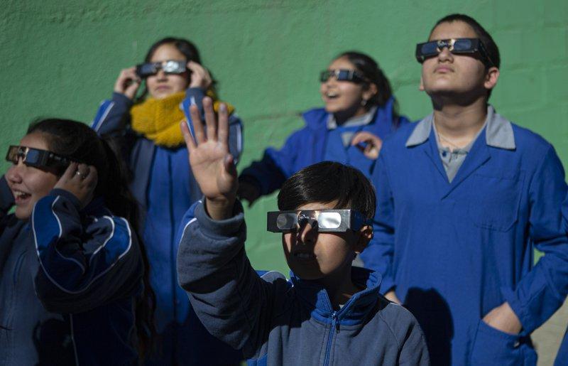 Children prepare for solar eclipse