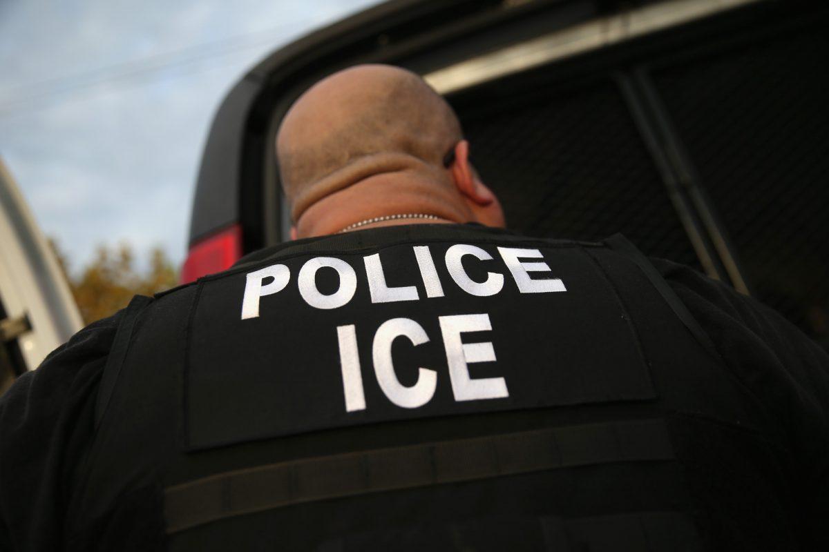 ICE-agent-arrests-man