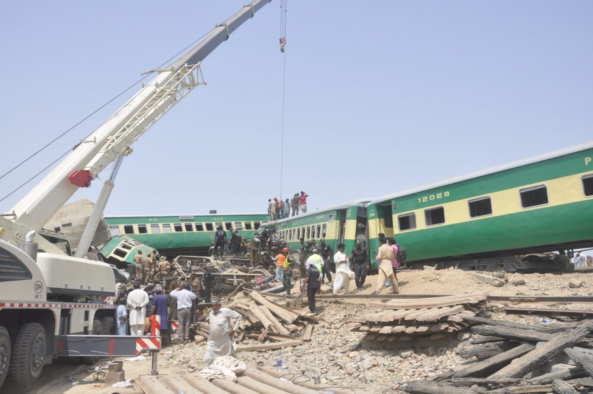 Pakistan railway accident 4