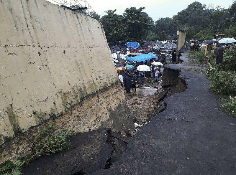 Wall collapse in Mumbai 1