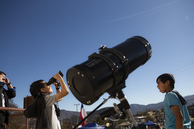 benoculars to view solar eclipse