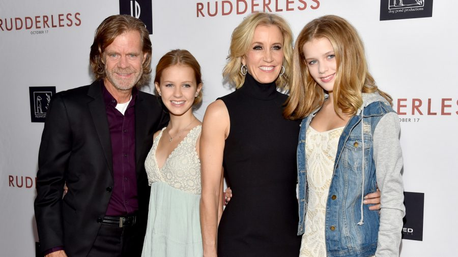 felicity-huffman-with-daughters-900x506