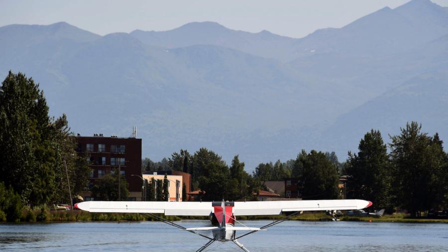1 Killed, 4 Injured When Alaska Flight Aborted on Takeoff