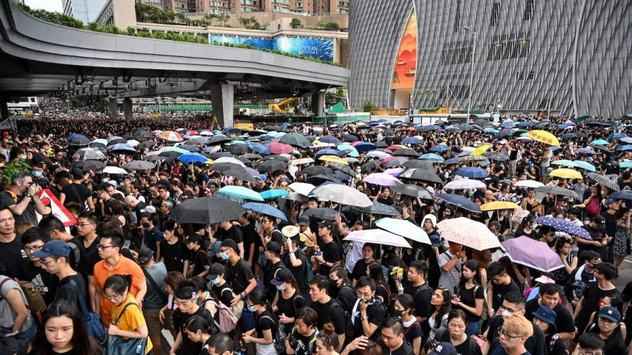 230,000 March in Hong Kong to Tell Mainland Chinese Tourists Why They Protest