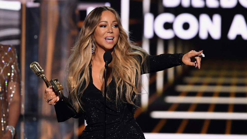 Some Think Mariah Carey Just Won the Bottle Cap Challenge With Her Unique Technique