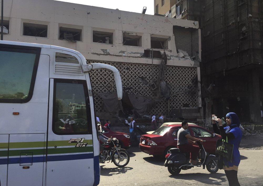 Cairo car crash 2