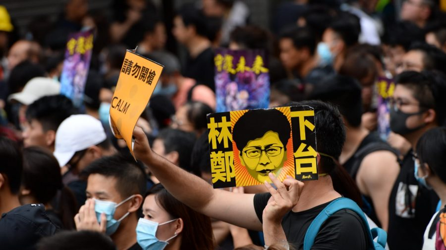 Peaceful Protest in Mong Kok Ends in Clashes With Police, 20+ Arrested