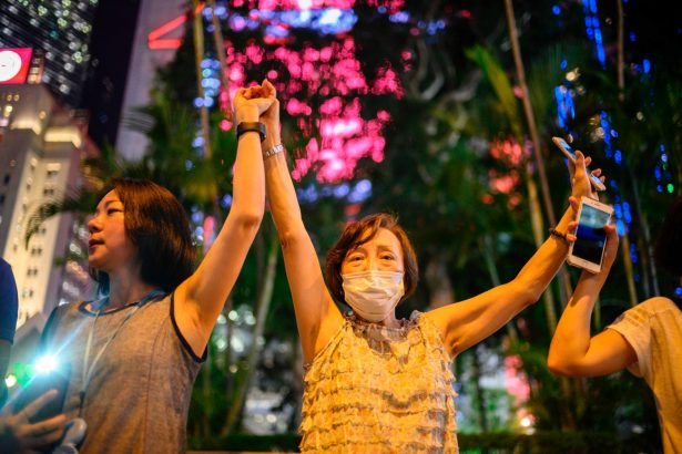 'The Hong Kong Way'; Protesters Form Human Chain for Freedom