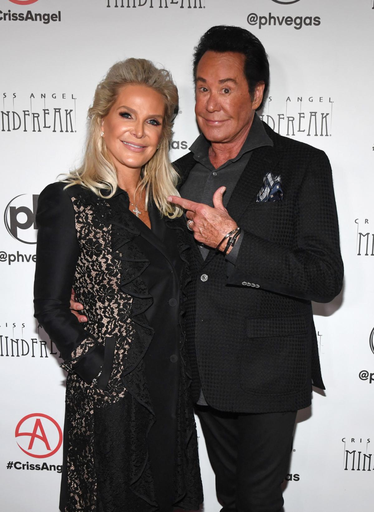 Kathleen McCrone (L) and entertainer Wayne Newton
