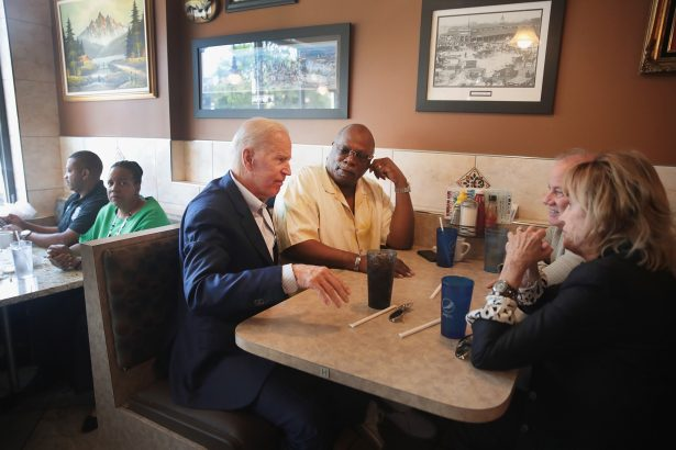 biden in detroit restaurant