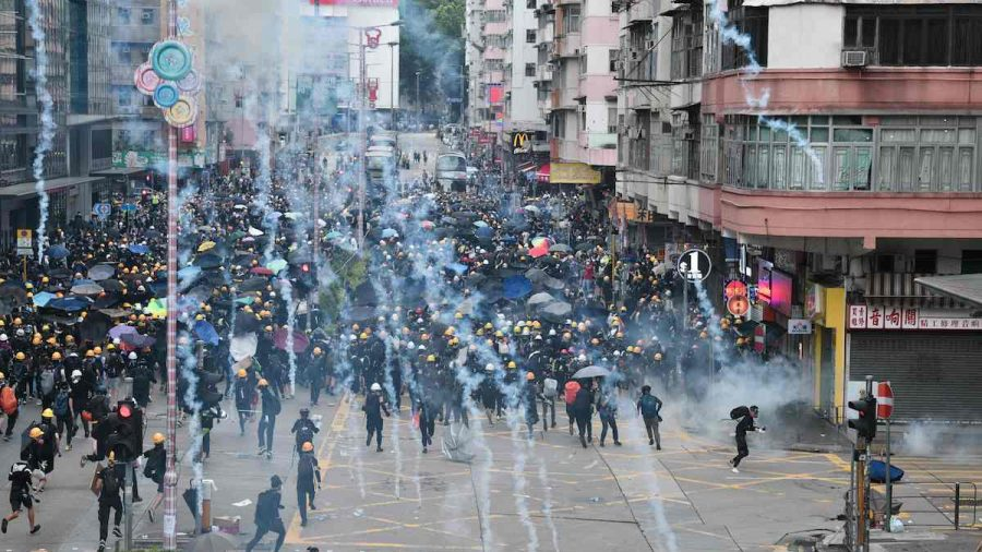 Hong Kong Police Fire Tear Gas in Subway Station as Protests Continue Another Weekend