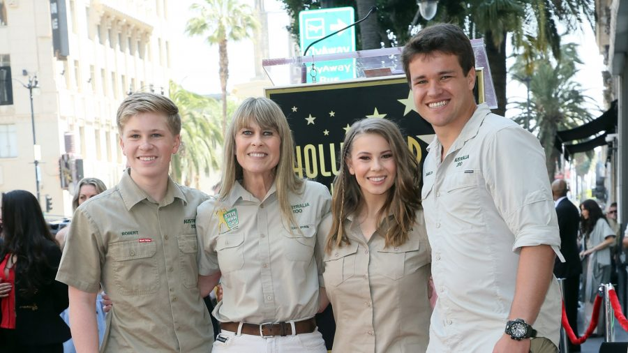 Bindi Irwin Writes a Touching Note to Her Dad About Her Upcoming Wedding