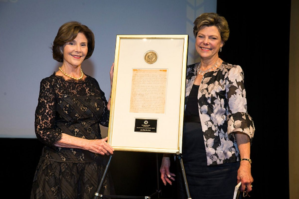 Former First Lady Laura Bush and National Archives Foundation Vice Chair of Board Cokie Roberts onstage