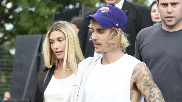 Hailey Baldwin (L) and Justin Bieber.