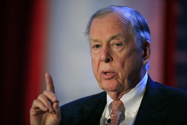 T. Boone Pickens, president of BP Capital Group, speaks at Time Warner's headquarters