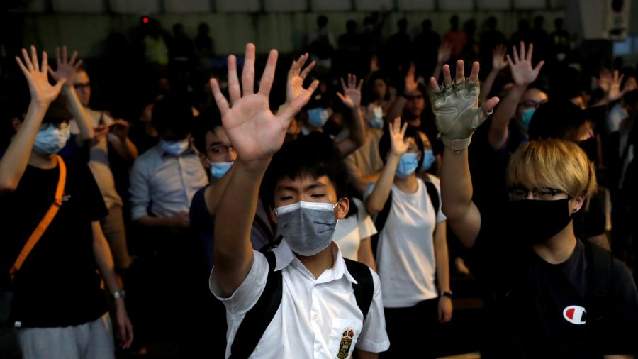 Hong Kong Protesters Attempt Strike Action, Police Make Several Arrests