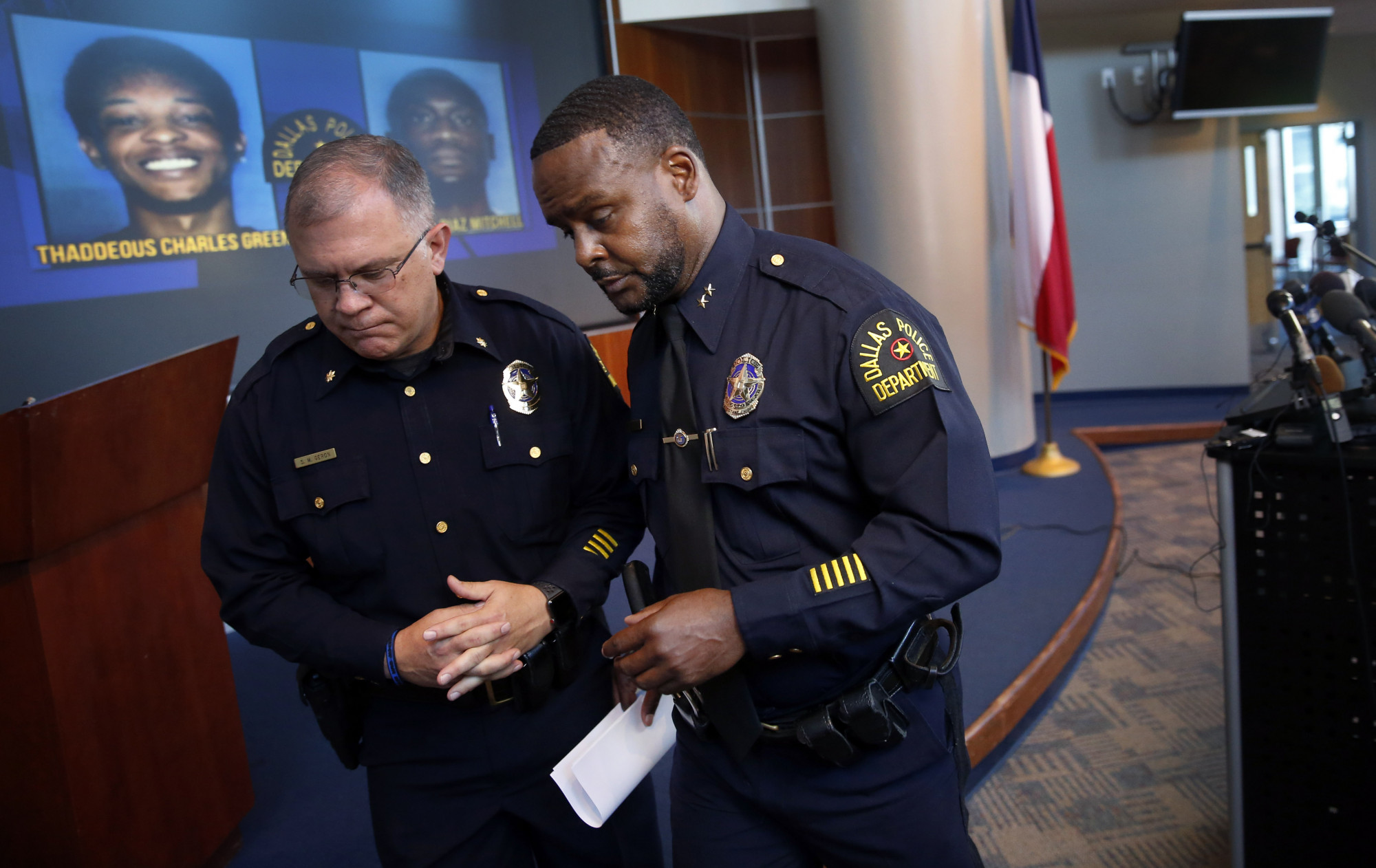 Dallas assistant police chief Avery Moore(R)
