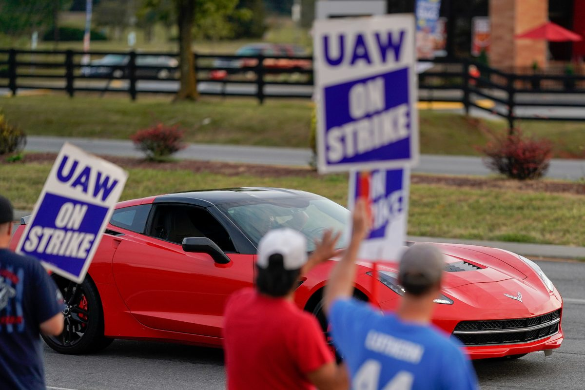 uaw turns to ford after gm workers approve new contract