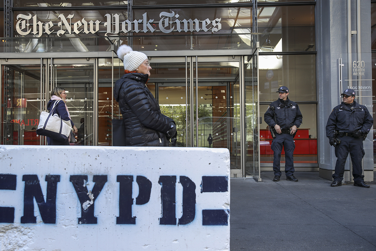 NYC Increases Security After Pipe Bomb Is Discovered At Time Warner Center