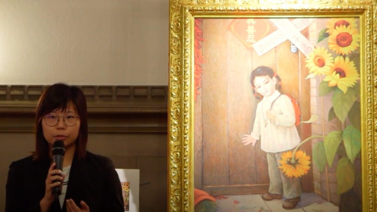 Hope Chen explains the painting