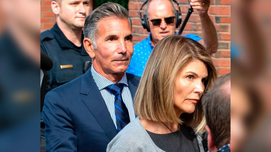 Lori Loughlin, Other Parents Lose Bid to Dismiss US College Scam Charges