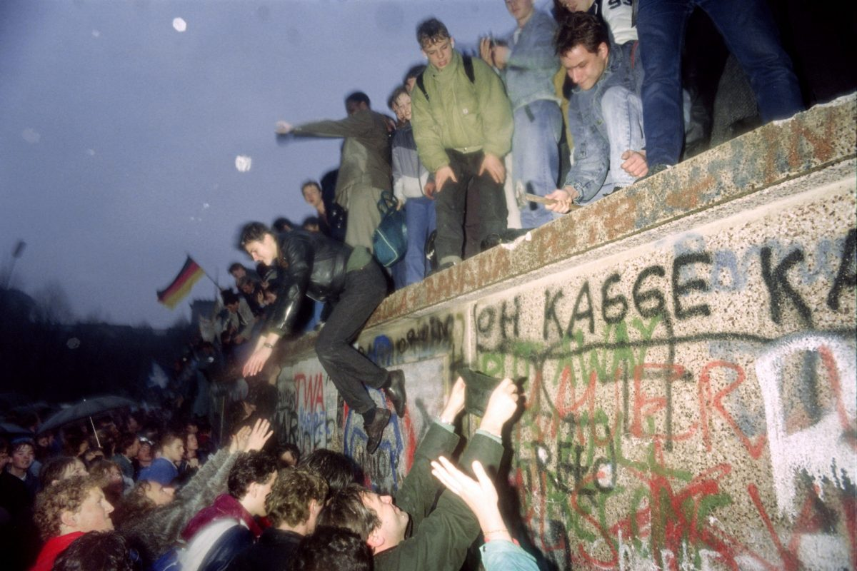 People from East Germany greet citizens of West Germany
