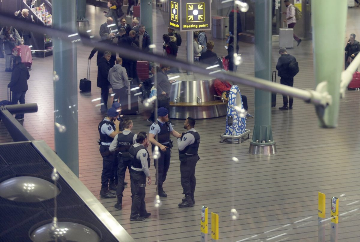 Dutch police amsterdam schiphol 2