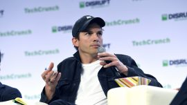 Ashton Kutcher Buys Shoes for Texas Cross-Country Team After Getting Text From Team Mom