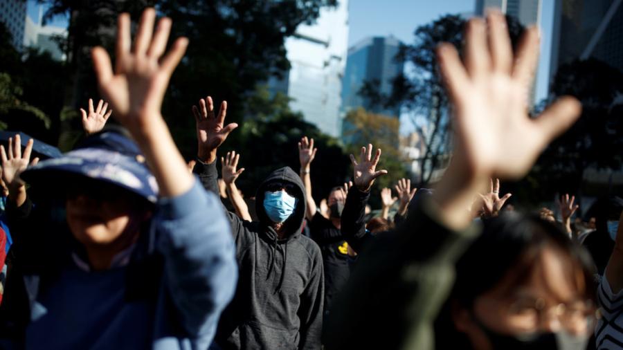 Hong Kong Seniors Rally to Back Students Decrying Police Actions