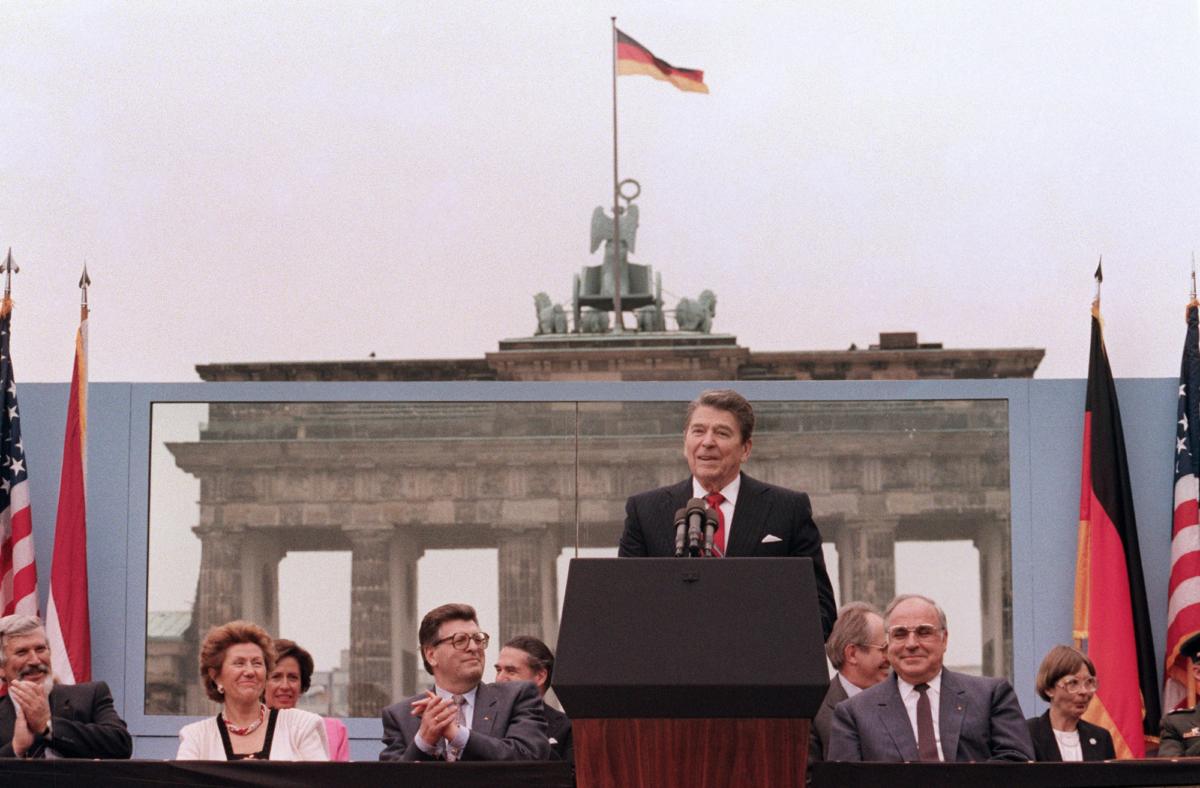 Reagan at Berlin wall