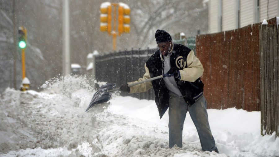 Storm Builds Over US East, Promises up to 20 Inches of Snow