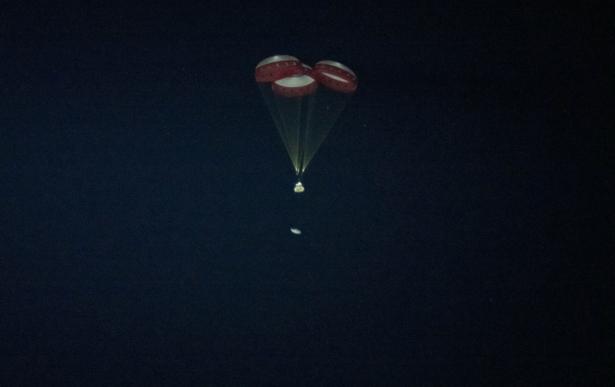 Starliner spacecraft jettisons the heat shield