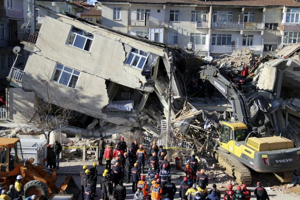 Death Toll Stands at 22 in Turkish Earthquake; 1,000 Hurt